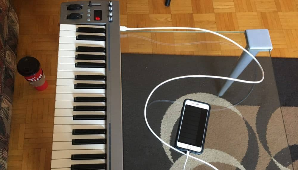 Thunderbolt-to-USB-Adaptor-Garageband-iOS-Connected